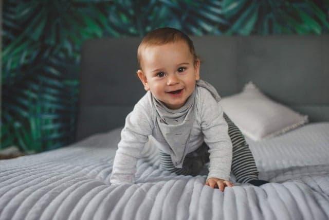 Pierwsze zabawy z niemowlakiem, czyli jak prawidłowo zacząć stymulowanie dziecka? | Blog | PaniDoktor