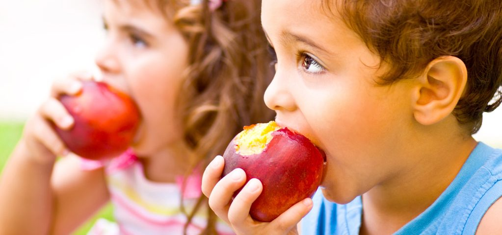 Gryzienie i żucie jest ważne! Dlaczego dziecko powinno zacząć to robić jak najwcześniej?
